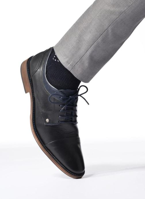 Schnürschuhe Mr SARENZA Walber schwarz ansicht von unten / tasche getragen
