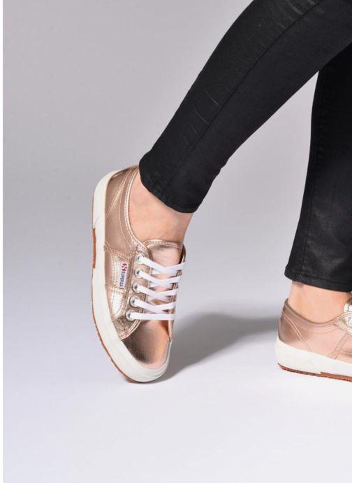 Sneaker Superga 2750 Cotmetu gold/bronze ansicht von unten / tasche getragen