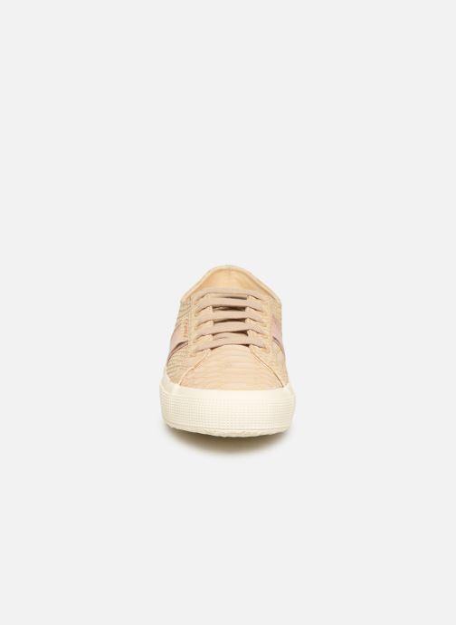 Baskets Superga 2750 Snake W Beige vue portées chaussures