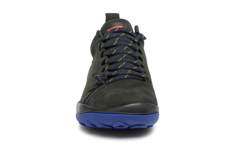 Sneakers Camper Peu Pista 36544 Nero modello indossato