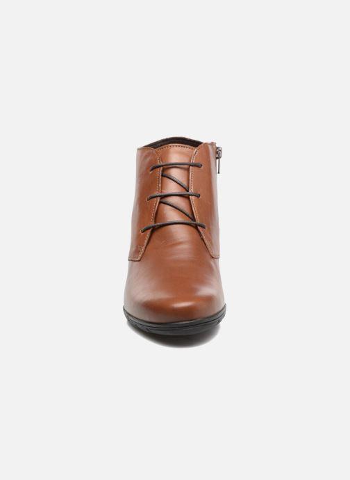 Bottines et boots Mephisto Isabella Marron vue portées chaussures