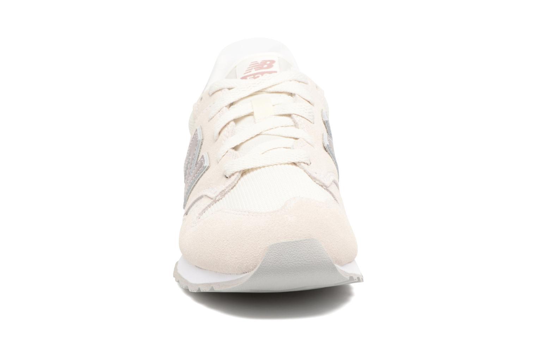 Baskets New Balance WL520 Beige vue portées chaussures
