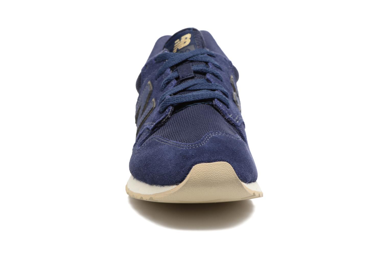 Baskets New Balance WL520 Bleu vue portées chaussures