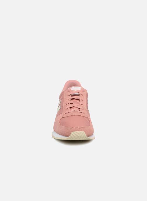 Baskets New Balance WL220 Rose vue portées chaussures