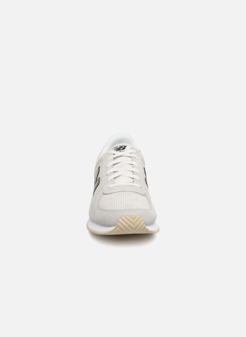 Baskets New Balance WL220 Blanc vue portées chaussures