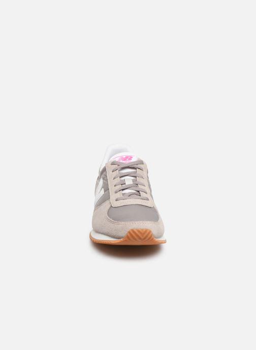 Sneaker New Balance WL220 grau schuhe getragen