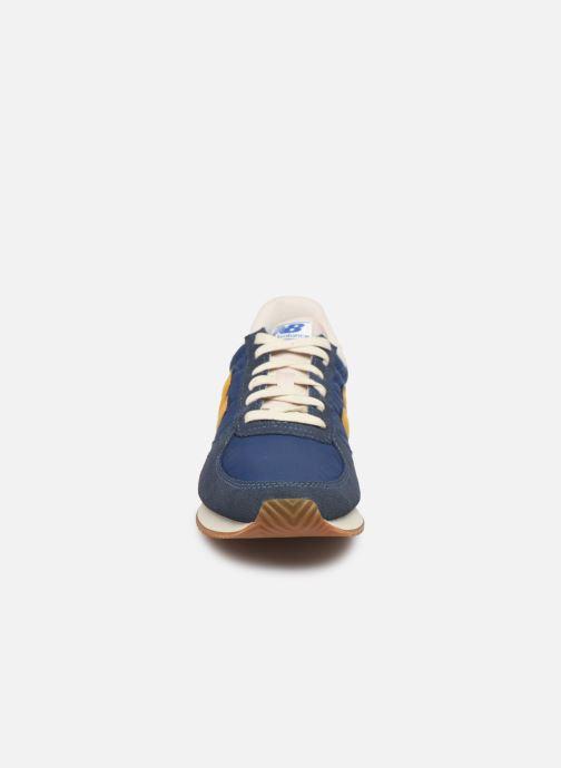 Baskets New Balance U220 Bleu vue portées chaussures