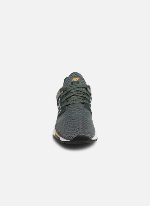 Sneaker New Balance MRL247 grün schuhe getragen