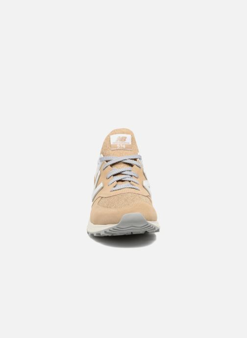 Baskets New Balance MS574 Beige vue portées chaussures