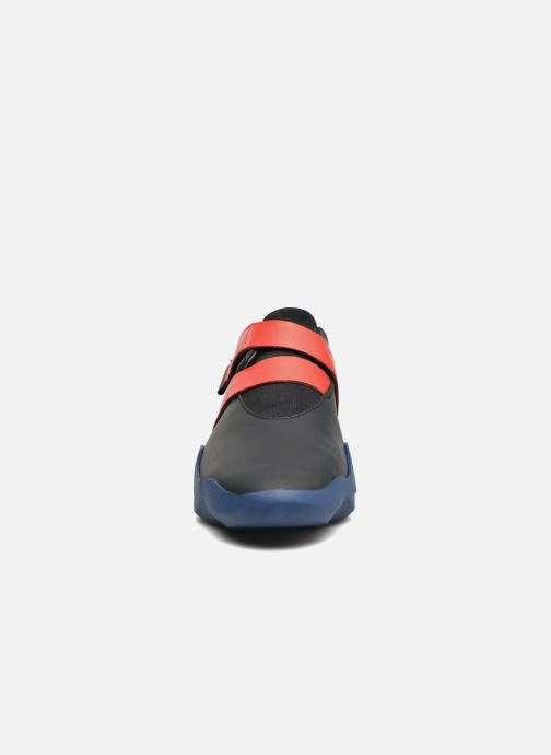 Baskets Camper Dub K200159 Noir vue portées chaussures