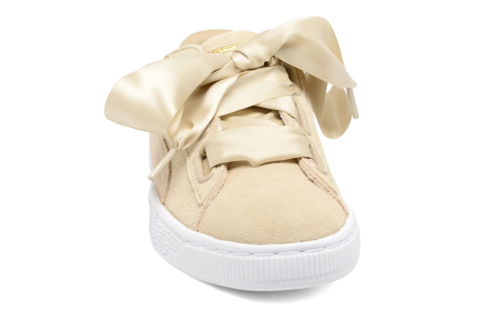 Sneakers Puma Basket heart Msafari Wn's Marrone modello indossato
