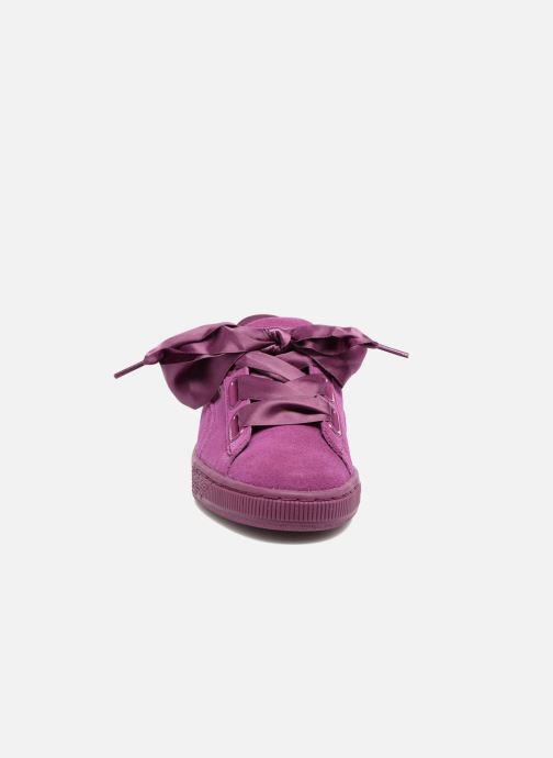 Baskets Puma Wns Suede Heart Satin II Violet vue portées chaussures