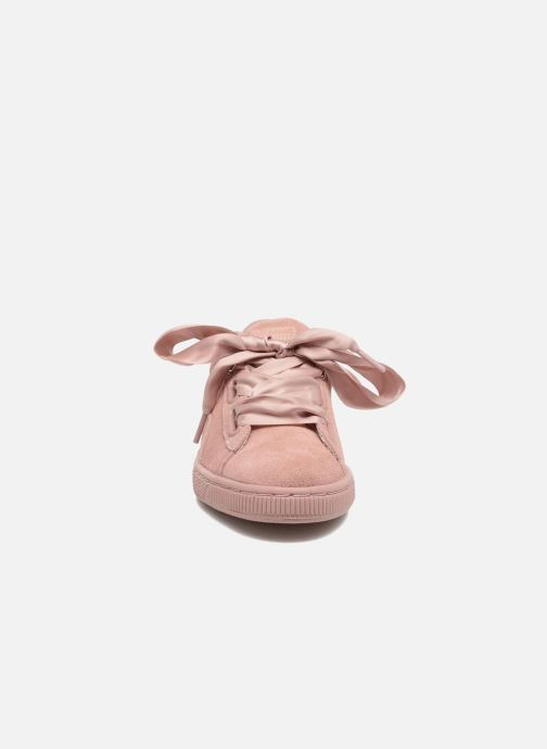 Baskets Puma Wns Suede Heart Satin II Rose vue portées chaussures