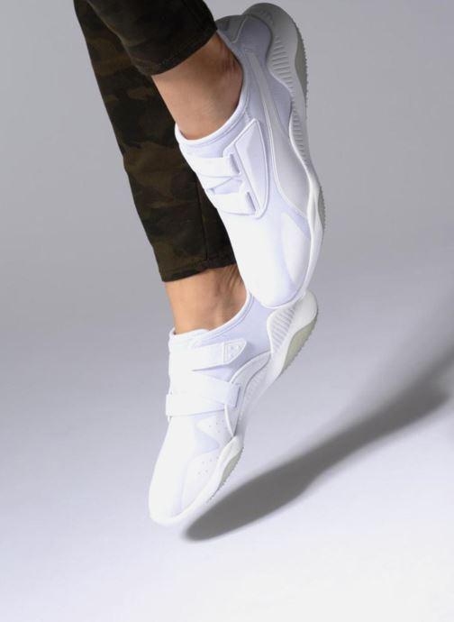 Sneaker Puma Mostro Mesh W schwarz ansicht von unten / tasche getragen