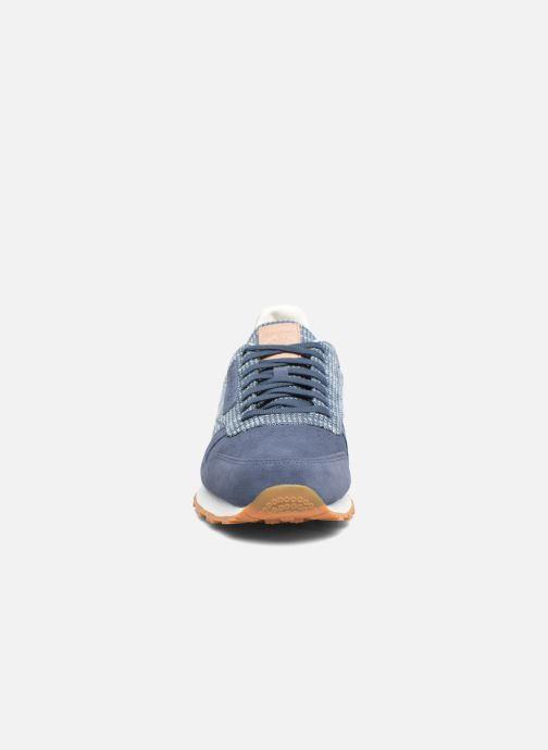 Sneakers Reebok Cl Leather Ebk Azzurro modello indossato