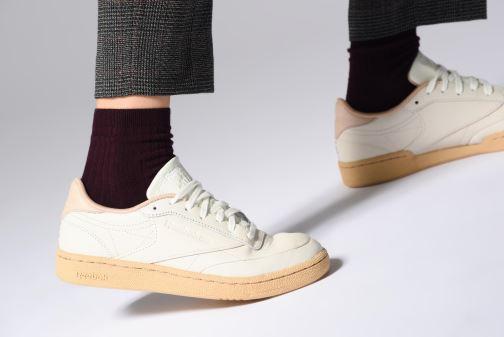 Sneaker Reebok Club C 85 W weiß ansicht von unten / tasche getragen