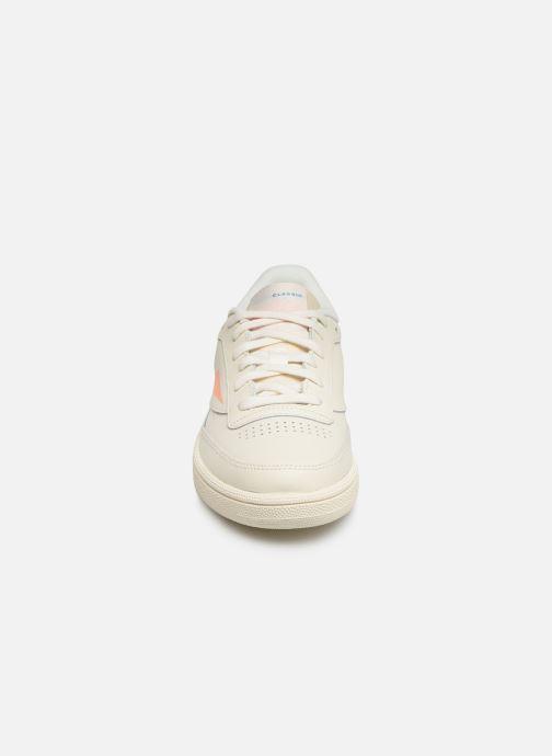 Baskets Reebok Club C 85 W Beige vue portées chaussures