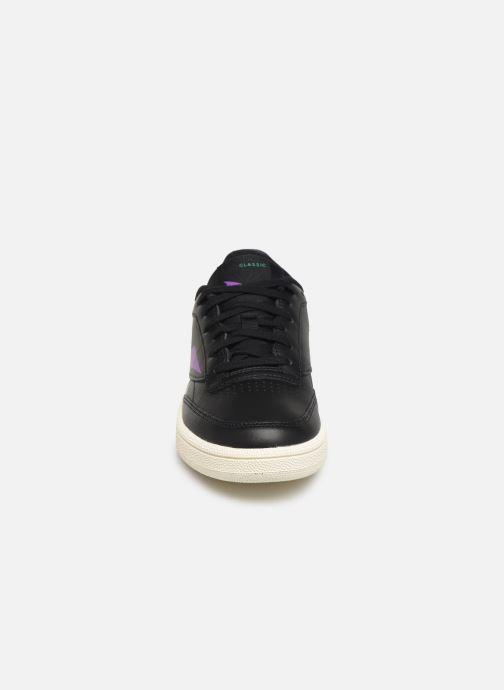 Sneakers Reebok Club C 85 W Nero modello indossato