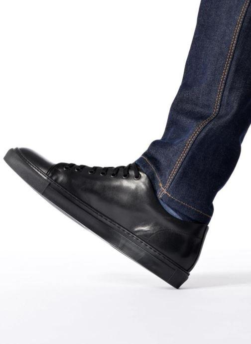 Sneaker Mr SARENZA Doubia braun ansicht von unten / tasche getragen