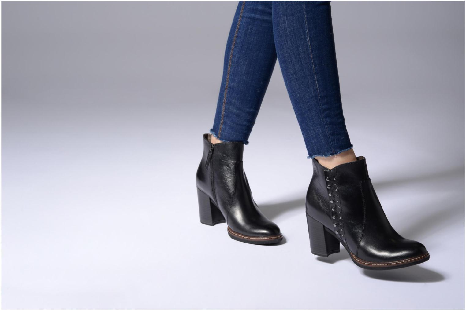 Ankle boots Tamaris Aeglas Black view from underneath / model view