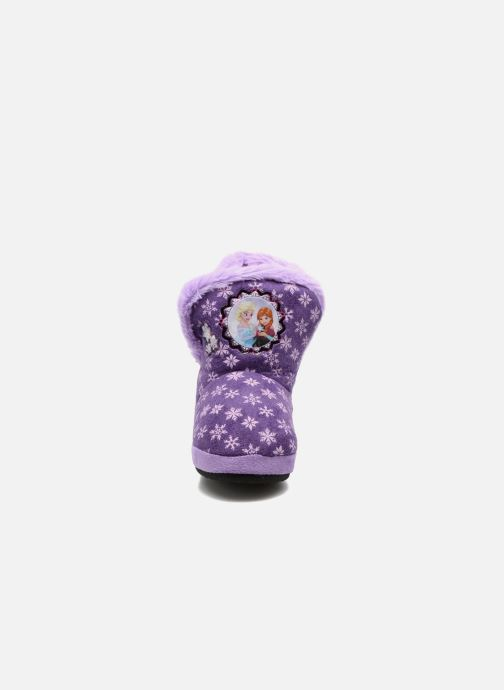 Pantuflas Frozen Stracie Violeta      vista del modelo