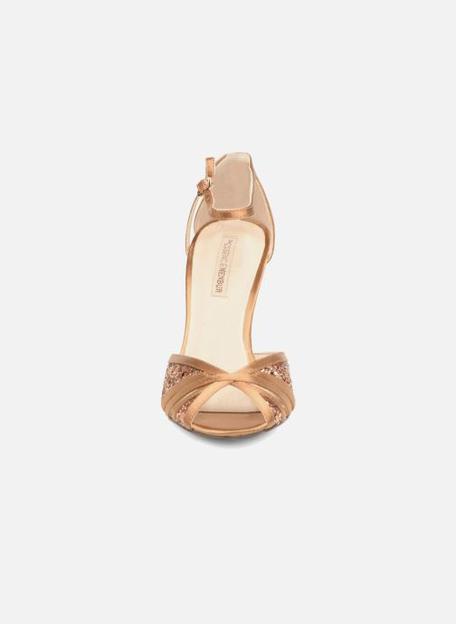 High heels Menbur Purcell Brown model view