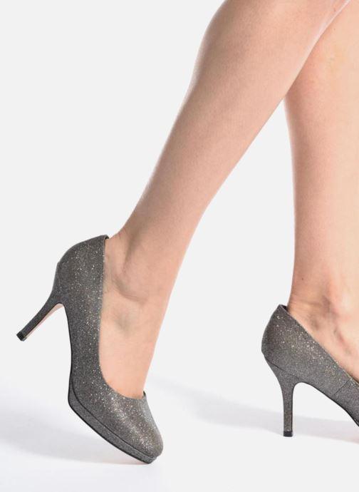 High heels Menbur Yedra Grey view from underneath / model view
