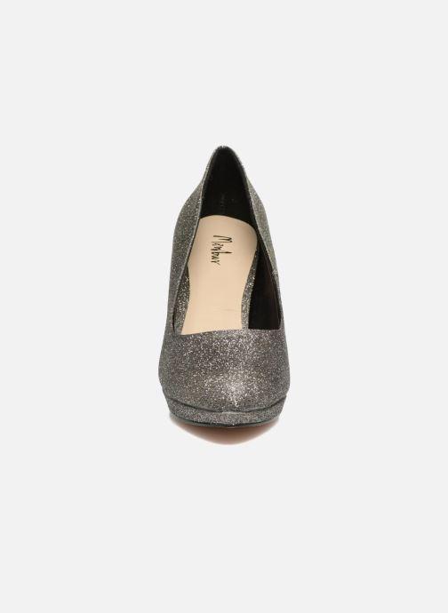 Zapatos de tacón Menbur Yedra Gris vista del modelo