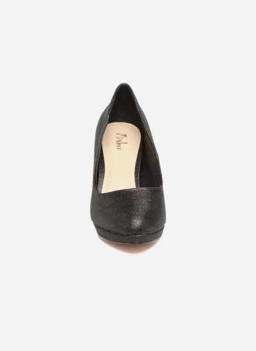 Zapatos de tacón Menbur Yedra Negro vista del modelo