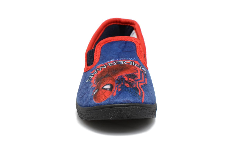 Pantuflas Spiderman Spencer Azul vista del modelo