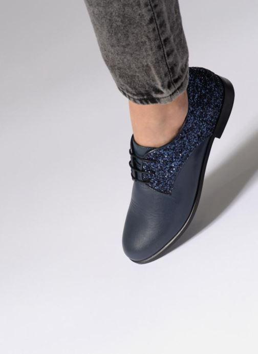 Chaussures à lacets Georgia Rose Louma Noir vue bas / vue portée sac