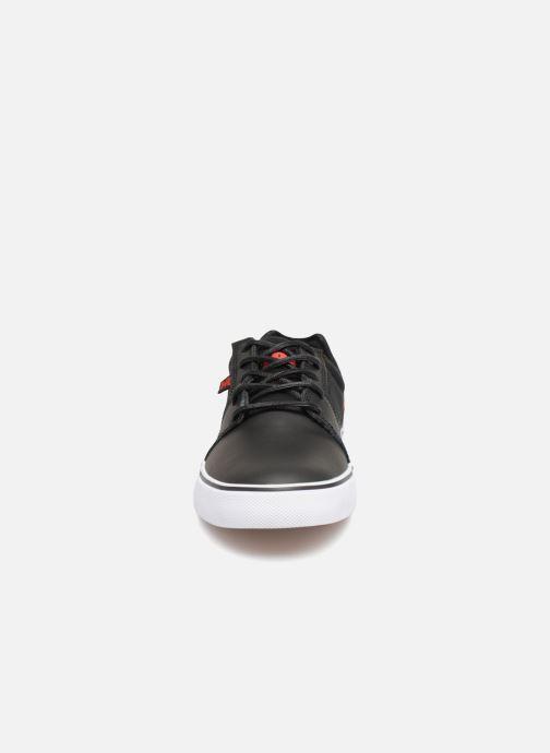 Deportivas DC Shoes Tonik SE M Negro vista del modelo