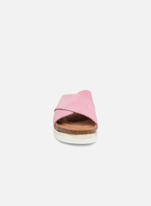 Zuecos Vero Moda Lisa Leather Sandal Rosa vista del modelo