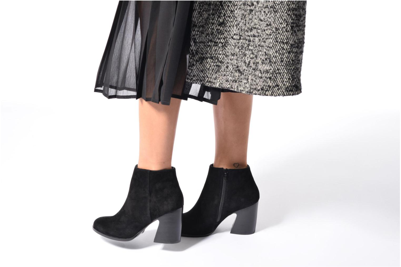 Ankle boots Mellow Yellow Caflowery Black view from underneath / model view