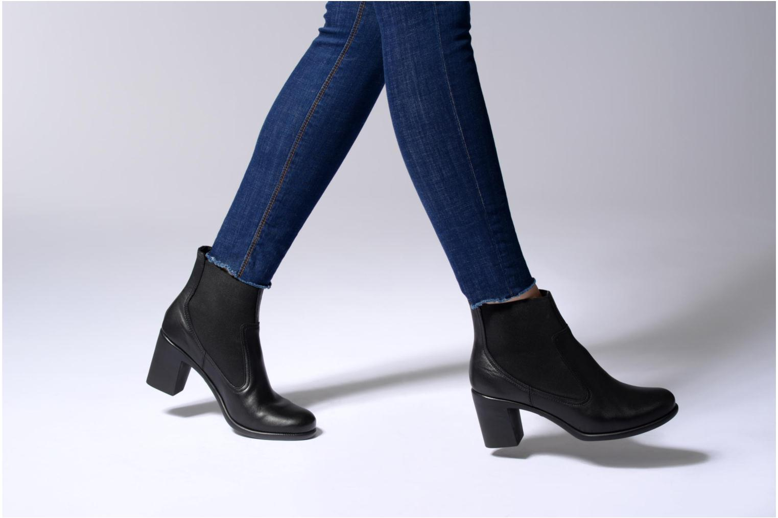 Ankle boots Aerosoles Hole Again Black view from underneath / model view