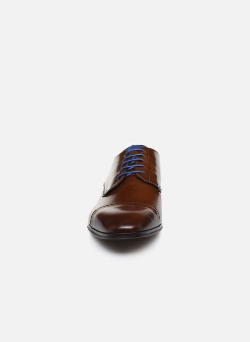 Scarpe con lacci Azzaro REMAKE Marrone modello indossato
