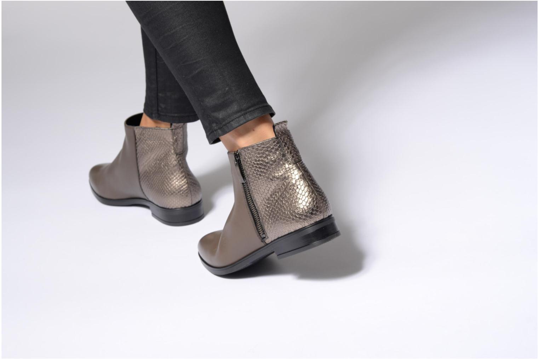 Bottines et boots Georgia Rose Olimpe Marron vue bas / vue portée sac
