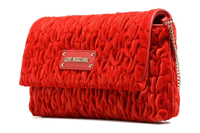 Borse Love Moschino Pochette Chaine Velvet Rosso modello indossato