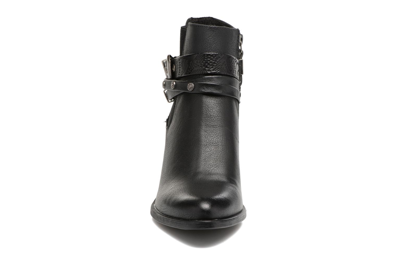 Botines  MTNG Amber Negro vista del modelo