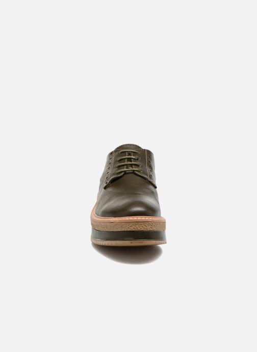 Zapatos con cordones MTNG Ed Verde vista del modelo
