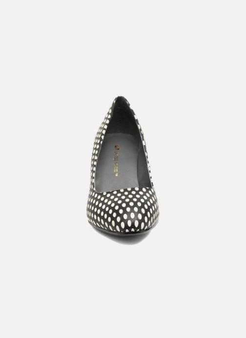 Zapatos de tacón United Nude Icon Pump Mid Negro vista del modelo