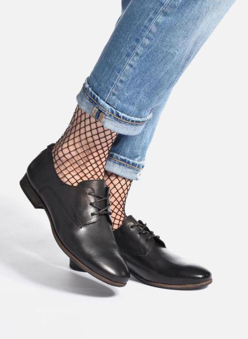 Schnürschuhe Kickers GAZELLAN schwarz ansicht von unten / tasche getragen