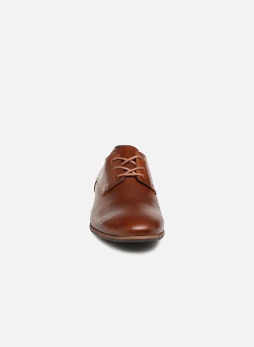 Zapatos con cordones Kickers GAZELLAN Marrón vista del modelo