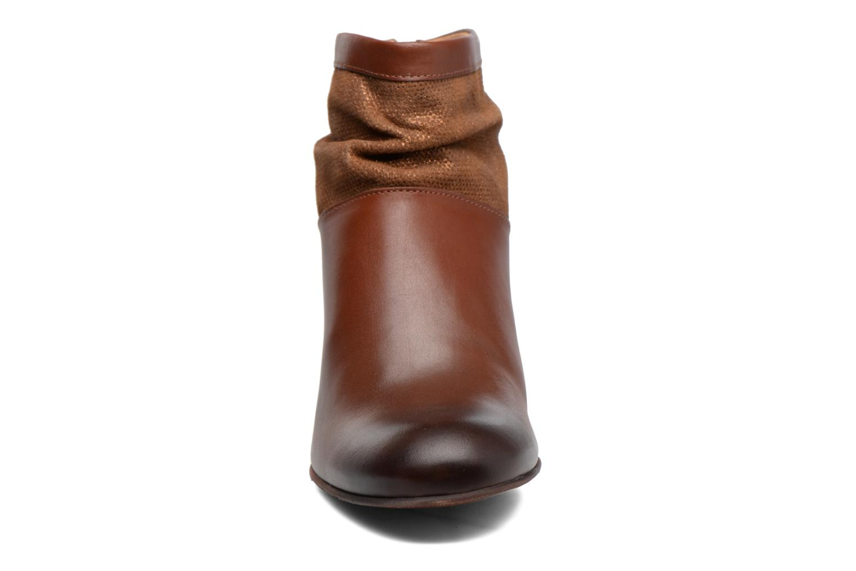 Stivaletti e tronchetti Kickers SEETY Marrone modello indossato