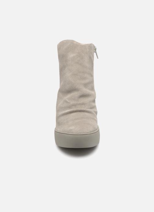 Botines  Shoe the bear Trish Gris vista del modelo