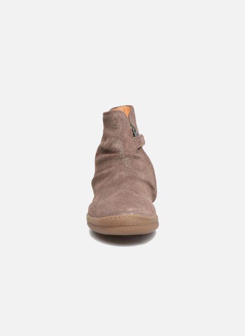 Ankle boots Pom d Api New School Pleats Beige model view