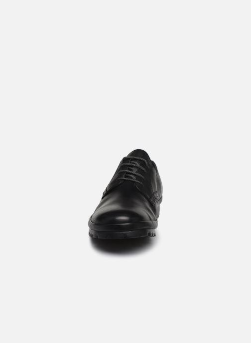Scarpe con lacci Camper Pegaso 18959 Nero modello indossato