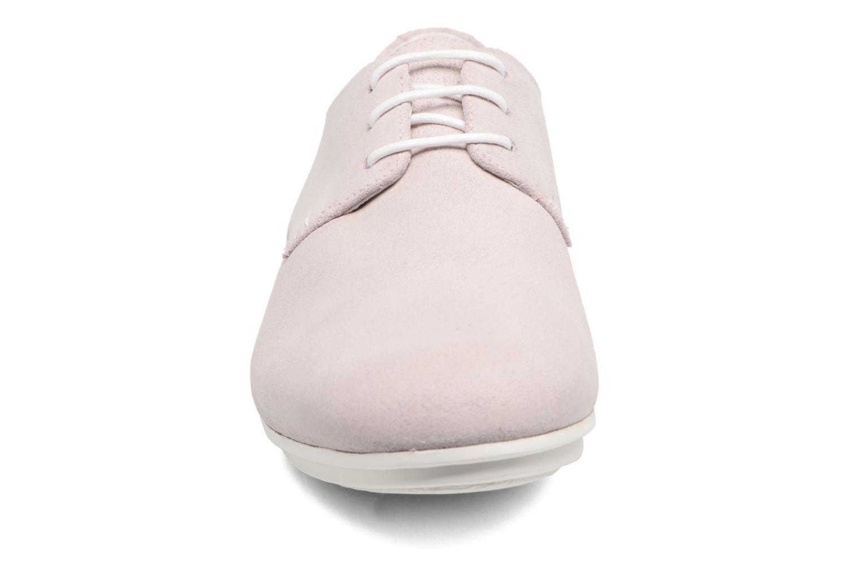 Zapatos con cordones Camper Tabi 22584 Rosa vista del modelo