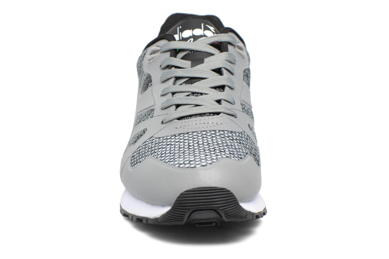 Baskets Diadora N9000 MODERNA Gris vue portées chaussures