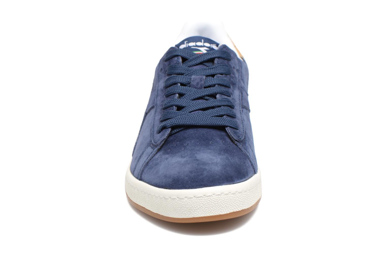 Sneakers Diadora GAME LOW S Azzurro modello indossato